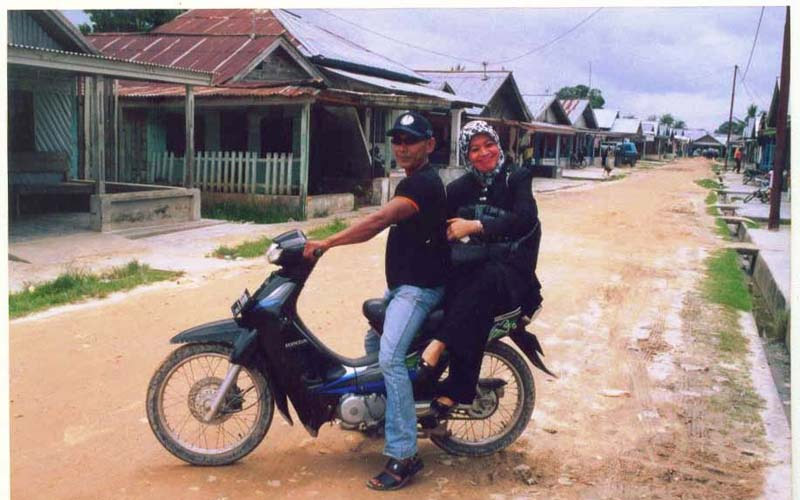 Menjadi peneliti di pusat prostitusi Teledju, Pekanbaru, 2003